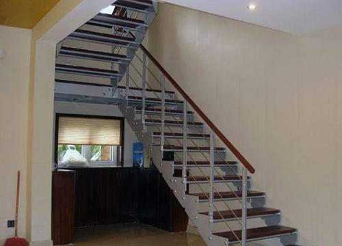 钢木楼梯设计制作的注意事项